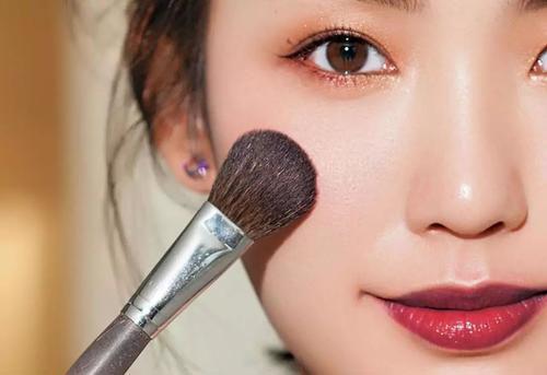 日常妆容需要高光吗 这样打高光妆容更自然