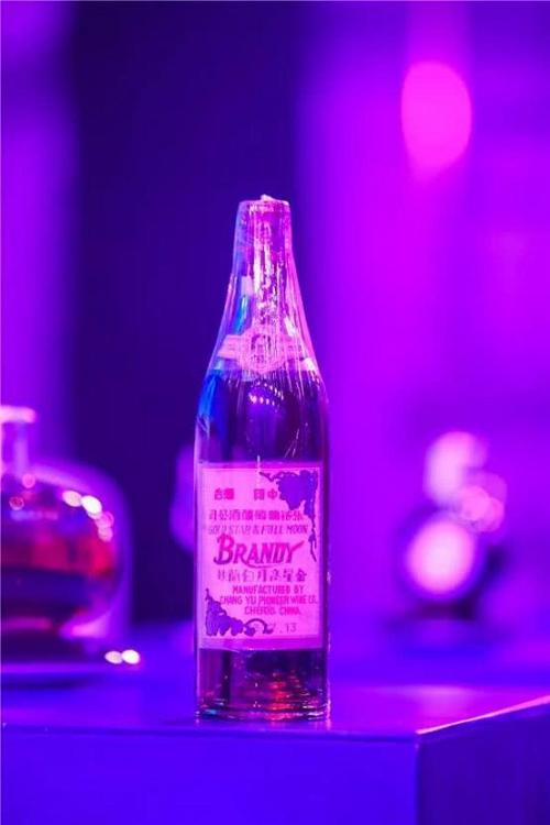 老酒收藏热里的名星:可雅白兰地koya白兰地可雅XO白兰地