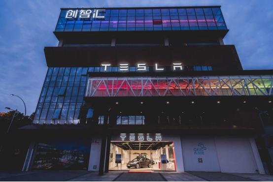 """大创智迎来上海首家特斯拉体验中心,后工业地标""""创智"""