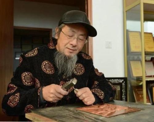 为爱痴狂 为孝坚守 一 记绍兴铜雕大师赵秀林.