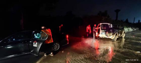 洪涝中的首约救援车队:团结是这次救援最大的收获